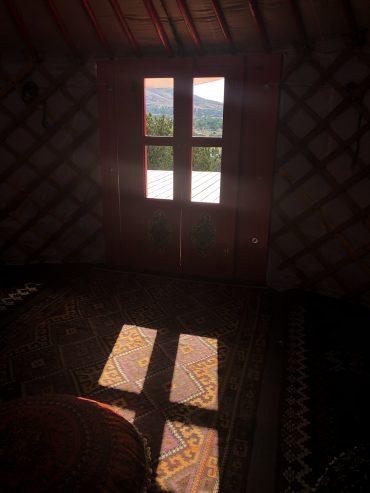 Yurt-interior_01
